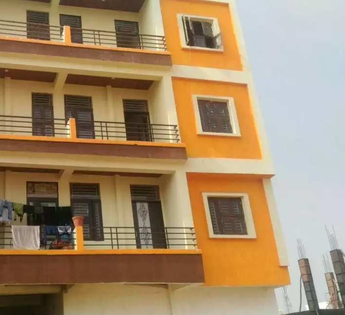 Ready to move 1,2,3 BHK Flats price 8 lacs